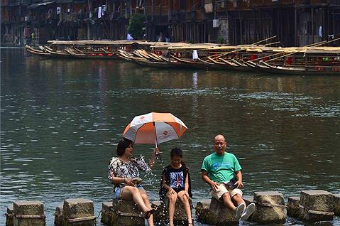 Mùa hè ở Phượng Hoàng cổ trấn